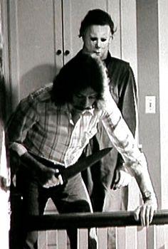 John Carpenter on the set of Halloween, Halloween Film, Halloween Series, Halloween 2018, Scary Movie Characters, Scary Movies, Michael Meyer, John Carpenter Halloween, Sci Fi Horror Movies, Slasher Movies