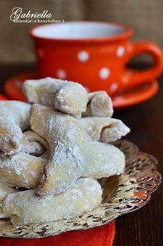 Gabriella kalandjai a konyhában :): Csodakifli - szilvalekvárral töltve Stuffed Mushrooms, Dairy, Sweets, Cheese, Cookies, Vegetables, Food, Sweet Pastries, Biscuits