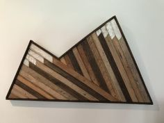 Reclaimed wood wall art, Mountains - pp Wood Projects For Beginners, Diy Wood Projects, Easy Projects, Wood Crafts, Reclaimed Wood Wall Art, Wood Art, Woodworking Patterns, Woodworking Projects, Woodworking Shop