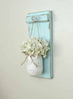 With mason jars you can do great things! The best ideas to make yourself with mason jars for indoors and outdoors . - Page 4 of 16 - DIY craft ideas - Cool Crafts 😎 Mason Jar Projects, Mason Jar Crafts, Mason Jar Diy, Diy Projects, Painted Mason Jars, Mason Jar Wall Sconce, Hanging Mason Jars, Painted Wood Walls, Small Mason Jars