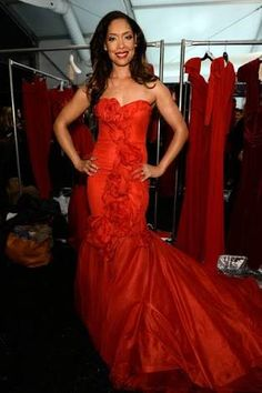 Gina Torres Backstage at The Heart Truth Red Dress Collection Show Informations About Gina Torres Photos Photos: Backstage at The Heart Truth Red Dres Red Dress Quotes, Formal Gowns, Dress Formal, Dress Prom, Dress Long, Jessica Pearson, Gina Torres, Suits Usa, Beautiful Red Dresses
