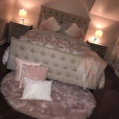 "Obtain fantastic ideas on ""cheap home decor diy"". They are offered for you on our web site. Girl Bedroom Designs, Room Ideas Bedroom, Small Room Bedroom, Home Bedroom, Modern Bedroom, Girls Bedroom, Living Room Designs, Living Room Decor, Small Rooms"