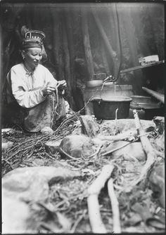 Skolt Sami woman in a peat hut when at a salmon fishing camp, Varanger, Norway… Fly Fishing Equipment, Ornella Muti, Fishing Photography, Lappland, Salmon Fishing, Fishing Humor, People Photography, Vintage Photography, Cool Photos