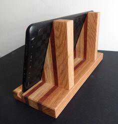walnut and tiger maple iphone stand von minnesotawoodcraft auf etsy schnelle sachen aus holz. Black Bedroom Furniture Sets. Home Design Ideas