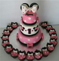 amazing Minnie cake and cupcakes