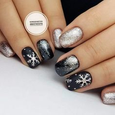 winter manicure❄ winter manicure❄ 5 practical ways to apply nail polish without errors Es ist fast eine Prüfung, Nagellack ri Xmas Nails, New Year's Nails, Holiday Nails, Christmas Nails, Hair And Nails, Winter Christmas, Shellac Nails, Manicures, Nail Polish