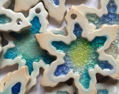 Ceramic Snowflake Christmas Ornaments by dhclayworks on Etsy Basteln Ceramic Christmas Decorations, Christmas Ornaments To Make, How To Make Ornaments, Xmas, Etsy Christmas, Slab Pottery, Ceramic Pottery, Ceramic Art, Slab Ceramics