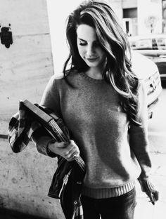 Lana Del Rey looking effortlessly gorgeous (profresh style)