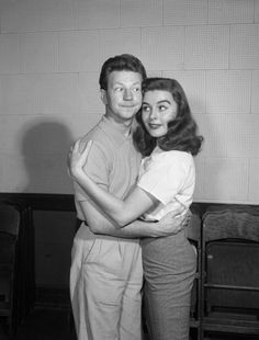 Host Donald O'Connor, Elaine Stewart -- Get premium, high resolution news photos at Getty Images Hollywood Icons, Golden Age Of Hollywood, Vintage Hollywood, Classic Hollywood, Turner Classic Movies, Classic Films, Donald O'connor, Debbie Reynolds, Old Movie Stars