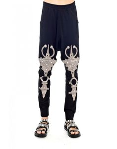 Give your everyday urban style a boost with the Embro Metallic Jewel Patch Harem Pants by KTZ – the king on the throne of high-end street fashion. It is constructed in top quality cotton that ensures