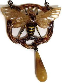 Georges Pierre art nouveau carved horn pendant (france) ~ETS #artnouveau #bee #georgespierre #sublimejewels