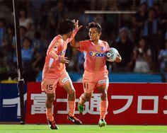 [ ヤマザキナビスコカップ:1回戦第2戦 川崎F vs 広島 ] 1点を追う広島も39分、エース佐藤寿人(写真)が決めて1-1の同点に追いつく。この時点で2戦合計スコアは3-3。  2011年7月27日(水):等々力陸上競技場