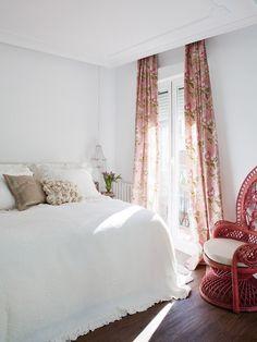 Un apartamento con toques deco muy femeninos