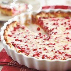 Kookos-puolukkapiirakka (Coconut-lingonberry pie) - recipe in Finnish Flan, Finland Food, Mousse, Finnish Recipes, Scandinavian Food, Sweet Pastries, Sweet Pie, Exotic Food, Deserts