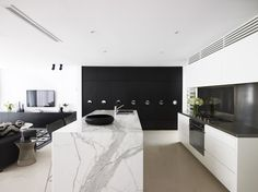 17 georgous white modern kitchen inspirations to inspire your next kitchen design. Interior design at its best and home decor to love. Australian Interior Design, Interior Design Awards, Modern Interior Design, Interior Exterior, Kitchen Interior, Küchen Design, House Design, Design Ideas, Cuisines Design