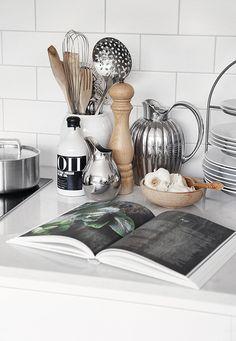 Home decoration kitchen New Kitchen, Kitchen Dining, Kitchen Decor, Small Space Interior Design, Interior Design Living Room, Hygge, Scandinavian Interior, Kitchen Styling, Kitchen Accessories