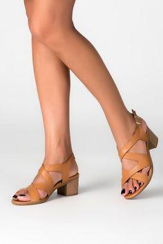 hakiki deri 89tl  TRENDYOLMİLLA Hakiki Deri Taba Kadın Topuklu Ayakkabı MLASS161272