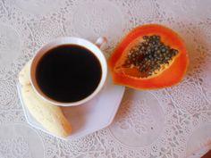 Café da manhã (breakfast) Good coffee, fruit and cheese bread