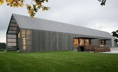 The Barn House, grey timber 1 level contemporary barn style house Modern Barn House, Barn House Plans, Modern House Design, Barn Plans, Architecture Durable, Residential Architecture, Architecture Design, Architecture Wallpaper, Architecture Panel