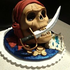 Skull pirate cake