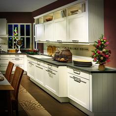 Vánoční atmosféra v kuchyni Kitchen Island, Kitchen Cabinets, Home Decor, Island Kitchen, Decoration Home, Room Decor, Cabinets, Home Interior Design, Dressers