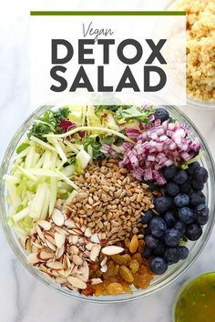 The superfood salad of all superfood salads is here! Packed with shaved brussels sprouts, kale, blueberries, and nuts and seeds with a ginger turmeric dressing, this Superfood Detox Salad will please a crowd. Make this Superfood Detox Salad today! Easy Detox Cleanse, Cleanse Recipes, Health Cleanse, Diet Detox, Body Detox, Stomach Cleanse, Body Cleanse, Clean Eating, Clean Diet