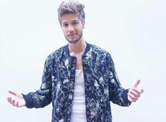 Button Down Shirt, Men Casual, Shirt Dress, Mens Tops, Man Candy, Shirts, Fashion, Flower, Coy Fish