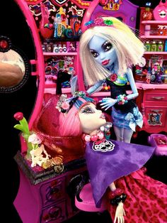 MONSTER HIGH Abbey Bominable Salon Stylist Doll / by GhoulsRule,