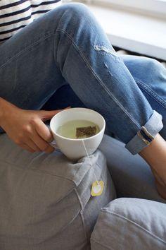 Food Photography Tips, Coffee Photography, Tea Time Magazine, Tea Timer, Tea Time Snacks, Coffee And Books, Photo Instagram, Tea Mugs, The Help