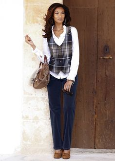 #classic outfit with a white #shirt, dark #jeans and checkered #west #bonprix