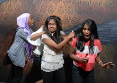 People Lose Their Sh*t in Hilarious Haunted House Photos Part Two