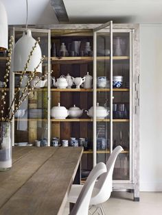 Showcase filled with crockery | Styling @Marianne Luning | Photographer Hotze Eisma | vtwonen February 2015