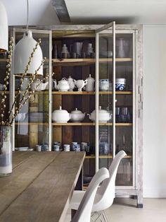 Showcase filled with crockery | Styling @Marianne Luning | Photographer Hotze Eisma | vtwonen February 2015