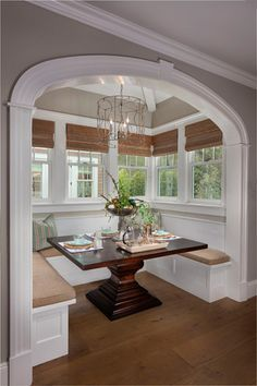 I so love this bench seating dining table area! Wish we had room for this in our house.