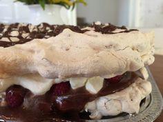 Marängtårta med rice krispies | LillaLina Rice Krispies, Tartan, Cupcakes, Breakfast, Barnet, Desserts, Mamma, Sweet Stuff, Food