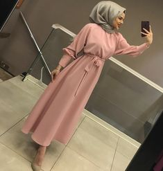 Image may contain: 1 person standing Günlük Tesettür Modası Hijab Fashion Summer, Modest Fashion Hijab, Hijab Style Dress, Muslim Fashion, Fashion Outfits, Hijab Elegante, Estilo Abaya, Office Attire Women, Hijab Evening Dress