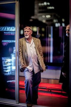 Phil Silcock y Andy Hill, directores del cortometraje Inspired by Brockmans, observando el primer pase de A Night Like No Other #room #mate #likenoother #night #corto #shortfilm #Brockmans #party #fiesta #clandestina #pomelo #perfectserve