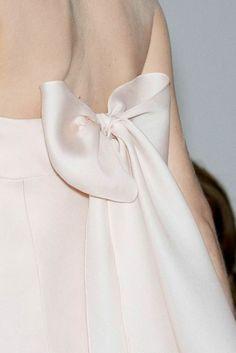 silky Valentino bow - simple & beautiful
