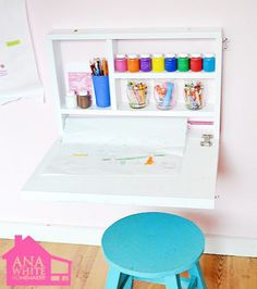 Fold down art desk with storage craft paper roll holder and a chalkboard on the outside! And it takes up NO floor space! The post Fold down art desk with storage craft paper roll holder and a chalkboard on th appeared first on Kinderzimmer. Bureau D'art, Fold Out Desk, Desk Flip, Folding Desk, Fold Down Table, Mini Desk, Art Desk, Study Desk, Study Space