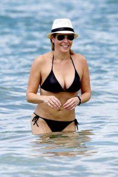 Chelsea Handler  #chelseahandler #chelsea #upskirt #celebrity #hawaii #bikini #boobs