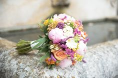 Wedding Bouquet - @vweddingportuga #weddinginportugal #vintageweddinginportugal #vintagewedding #portugalwedding #weddingportugal #weddingsinportugal #myvintageweddinginportugal #rusticwedding #rusticweddinginportugal #thequinta #weddinginsintra