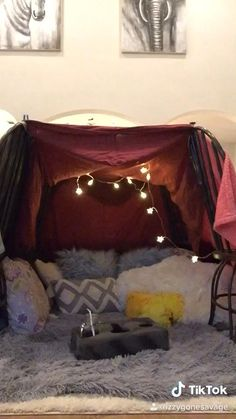 Sleepover Fort, Fun Sleepover Ideas, Sleepover Activities, Girl Sleepover, Things To Do At A Sleepover, Crazy Things To Do With Friends, Cool Forts, Awesome Forts, Blanket Forts