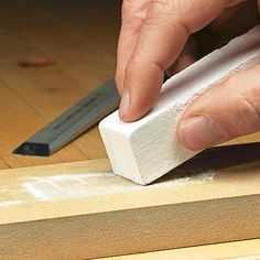 Learn this simple technique for razor sharp tools. Woodworking Chisels, Woodworking Hand Tools, Woodworking Techniques, Blade Sharpening, Wood Carving Tools, Surfboard Art, Shtf, Diy, Wood Working