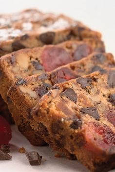 These best fruitcake recipes will change how you think about the classic Christmas dessert forever. Try one of these easy fruitcake recipes featuring delicious ingredients like chocolate and cream cheese. Christmas Chocolate, Christmas Desserts, Christmas Baking, Christmas Fruitcake, Christmas Recipes, Christmas Cakes, Chocolate Fruit Cake, Chocolate Cherry, Chocolate Art