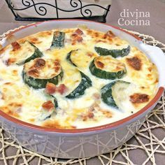 Esta receta de calabacines al horno fáciles se prepara en un momento con la ayuda del microondas y el resultado es un gratén de verduras sabroso y sencillo.