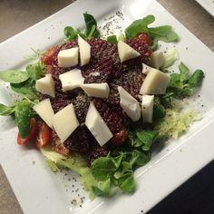 Zeleninový salát s vejcem a hořčičným dresinkem   Dietní recepty Feta, Food And Drink, Cheese
