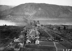 1945: conquest of the Remagen bridge On March 7, 1945, American troops conquer the Ludendorff railway bridge at Remagen, West German, the only intact across the Rhine. The rest were blown up by the Nazis to contain the Allied advance