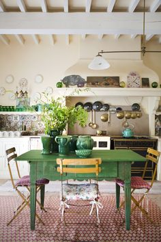 Love the Kelly green table, pottery and glassware on the shelf! - Martha Frank - Love the Kelly green table, pottery and glassware on the shelf! Love the Kelly green table, pottery and glassware on the shelf! Kitchen Decor, House Styles, Decor, House Interior, Chic Kitchen, Shabby Chic Kitchen, Kitchen Design, Home Decor, Green Table