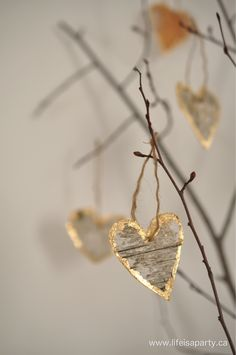 Birch Bark Gold Leaf Hearts: Easy diy from birch bark and gold leaf, perfect as neutral Valentine's Day decor, or a nature inspired wedding.