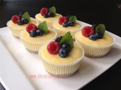 Mini cheesecakes s citronovým krémem Cheesecake Recipes, Dessert Recipes, Super Cook, Sweet Bar, Small Desserts, Mini Cheesecakes, Mini Muffins, Recipes From Heaven, Savoury Cake